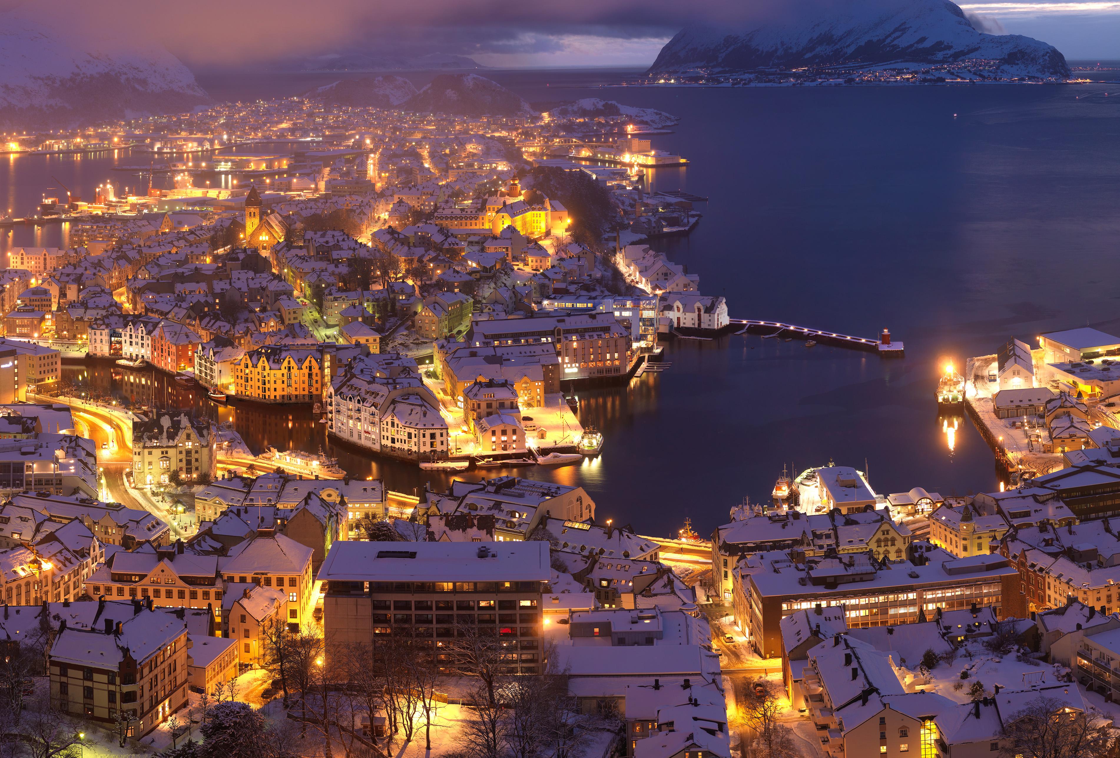 Hvis hver kWh vi produserer i stedet ble produsert ved <br />et kullkraftverk, ville CO2-utslippene tilsvare 6 millioner bilturer <br />fra Ålesund til Oslo og tilbake igjen!
